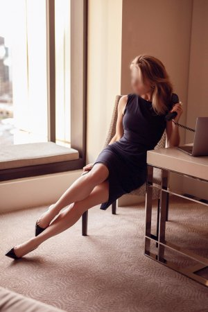 Chrysoline independent escort