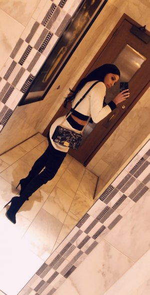 Antoinise escort girl in Galion